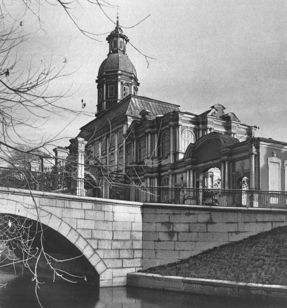 Вид на Благовещенскую церковь (1717 - 1722, архитекторы Д. Трезини, Т. Швертфегер) с р. Монастырка.