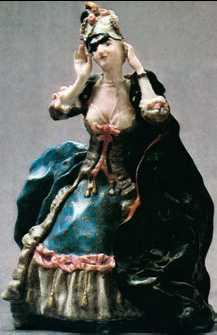 К. А. Сомов. «Дама, снимающая маску». Фарфор. 1906г. Государственный Эрмитаж. Санкт-Петербург