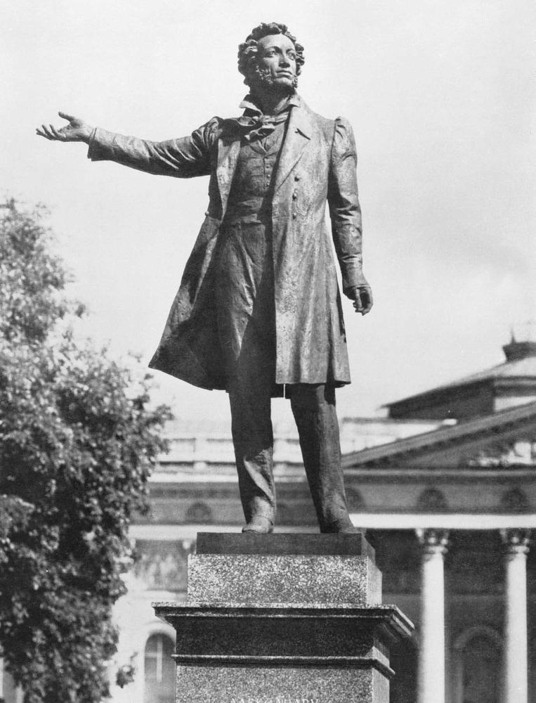 Памятник А. С. Пушкину в Ленинграде. Бронза. Открыт в 1957.