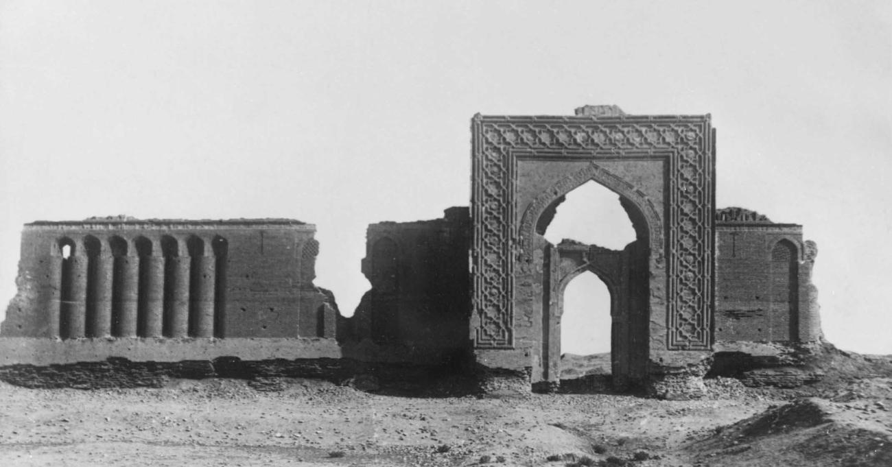 Руины караван-сарая Рабати-Малик близ Навои (Бухарская область). 1078.