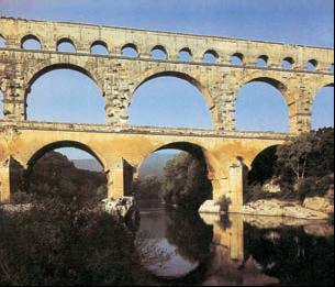 Акведук в Пон-дю-Гар, близ Нима. 1в. до н.э. Франция