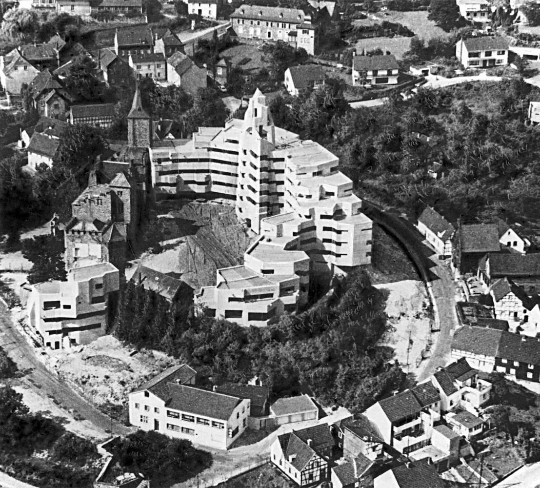 Г. Бем. Комплекс ратуши в Бенсберге. 1967