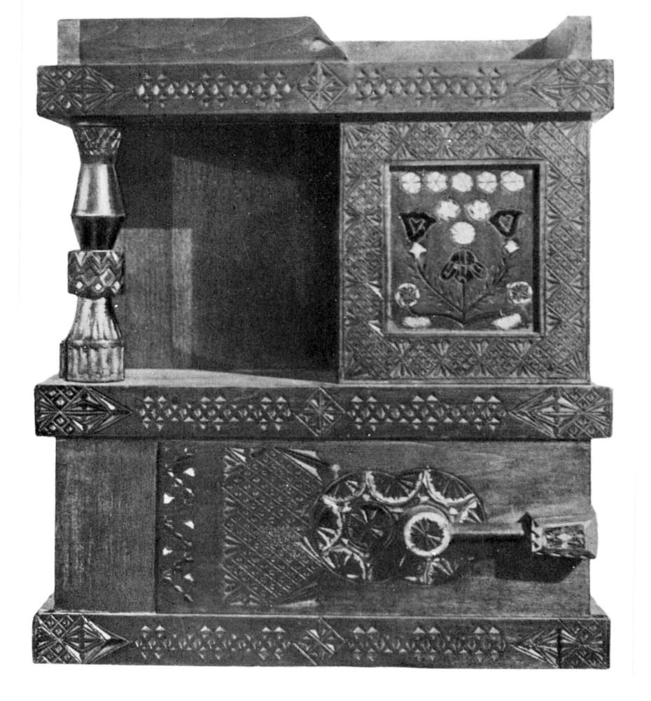 Шкафчик, выполненный по рисунку Е. Д. Поленовой.